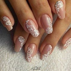 Semi-permanent varnish, false nails, patches: which manicure to choose? - My Nails Bride Nails, Prom Nails, Hair And Nails, My Nails, Bridal Nail Art, Wedding Nails Design, Glitter Wedding Nails, Lace Nail Design, Lace Nails
