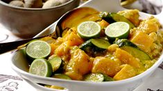Spice up your meatless Monday with this fragrant and tasty Thai curry served on basmati rice! Curry Recipes, Healthy Recipes, Healthy Meals, Curry In A Hurry, Curry Stew, Tasty Thai, Curry Spices, Chickpea Curry, Fabulous Foods