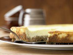 Süße Sünde – aber etwas leichter als das Original: New Yorker Käsekuchen - mit Vollkornkeksen - smarter - Kalorien: 270 Kcal - Zeit: 30 Min.   eatsmarter.de