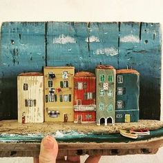 Nika's tiny house Driftwood Projects, Driftwood Art, Kitsch, Ceramic Houses, Wood Houses, Wooden Cottage, Reclaimed Wood Art, House Ornaments, Small Sculptures