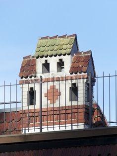 Schornstein mit kleinem Dach auf einer Villa in Oerlinghausen im Teutoburger Wald bei Detmold im Kreis Lippe