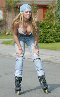 - Jennifer Ellison - Rollerblading in a tiny bikini top and jeans - September 2004 - - 6 of 6 Pin Up Girls, Hot Girls, Old Women, Sexy Women, Sexiest Women, Jennifer Ellison, Beautiful Gorgeous, Gorgeous Women, Bikini Tops