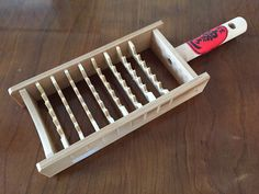 Bamboo made grater for making snow like daikon radish flakes.  Handy tool to have for great donabe dishes with a winter touch.