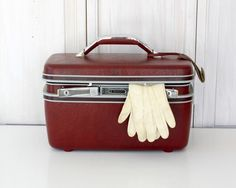 I'm obsessed with old suitcases! Not only are they a cute decoration.....they're a clever way to hide stuff or create extra storage in a small room. (mine holds sandals...)
