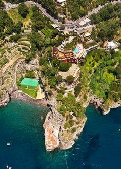Storico hotel 5 stelle lusso in costiera amalfitana, Il San Pietro è uno dei simboli di Positano, scopri il panorama, i servizi, i ristoranti, la spiaggia.