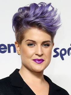 I have been told a few times that I look like Kelly Osbourne. No complaints from me, she has a similar wild style that I do. We seem to be hair twins too.