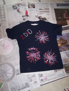 W says he wants a fireworks shirt this year. DIY of July fireworks shirt - may be fun with glow in the dark paint Patriotic Crafts, July Crafts, Summer Crafts, Crafts For Kids, Summer Fun, Daycare Crafts, Patriotic Party, Family Crafts, Summer Ideas