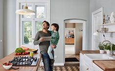 5 Best Devices for the Modern, Family-Friendly Smart Home Busy family on the go? Simplify your life with these 5 best smart devices for a family-friendly smart home. Best Smart Home, Smart Home Technology, Digital Technology, Technology Gadgets, Tech Gadgets, Queenslander, Take You Home, Autumn Garden, Home Security Systems