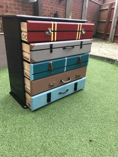 Harry Potter chest of drawers hand made up cycled Harry Potter Kommode handgemacht gefahren Baby Harry Potter, Harry Potter Suitcase, Deco Harry Potter, Harry Potter Nursery, Harry Potter Classroom, Theme Harry Potter, Harry Potter Costumes, Harry Potter Christmas Decorations, Deco Disney