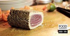 scaloppa di filetto di tonno in crosta di grano saraceno, semi di sesamo e di senape con cavoletti di bruxel in agro