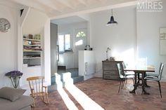 Floor tiles, vintage furniture and white walls. Kitchen Wall Shelves, Kitchen Tiles, Yellow Tile, Terracotta Floor, Dining Lighting, White Walls, Vintage Furniture, New Homes, Flooring