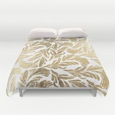 Elegant white chic faux gold foil floral damask pattern.A stylish white and gold…