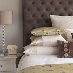 Country bedroom pictures and photos for your next decorating project. Find inspiration from of beautiful living room images Modern Bedroom, Bedroom Decor, Bedroom Ideas, Master Bedroom, White Bedroom, Urban Bedroom, Taupe Bedroom, Bedroom Country, Ideas Dormitorios