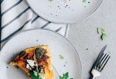 One pot: Zoete aardappelschotel met broccoli en zalm Large Pots, Food Inspiration, Broccoli, Healthy Recipes, Healthy Food, Grilling, Lunch, Tableware, Quiches