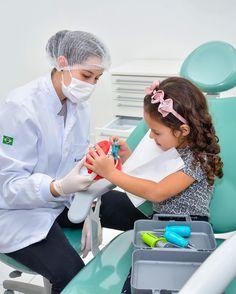Você sabia que saúde bucal tem como principal tratamento a prevenção, especialmente para as crianças? . Por aqui, visita ao especialista como o odontopediatra acontece anualmente, como forma de checkup mesmo. Já a limpeza dever ser realizada a cada 6 meses. Aplicação do selante nos dentes do fundo ajuda a combater a cárie nesses dentinhos que necessitam de uma atenção especial. . Consultório com flexibilidade de horário e profissionais preparados para atender pacientes infantis, farão… Childrens Dentist, Dental Photography, Iphone Wallpaper Quotes Love, Dental Art, Clinic Design, Scrubs, Medicine, University, Marketing