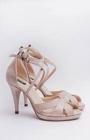 Imagini pentru sandale cu varf si calcai inchise Valentino, Heels, Fashion, Heel, Moda, Fashion Styles, Shoes Heels, Fasion, High Heels