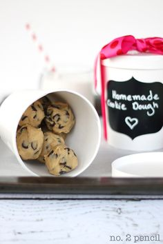 Homemade cookie dough for the holidays! Tips, packaging, and the perfect recipe.