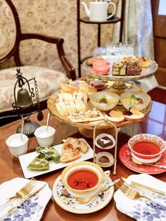 Food Platters, Food Dishes, Dessert Drinks, Desserts, Tea Places, Afternoon Tea Recipes, Bakery Cafe, Aesthetic Food, Coffee Break
