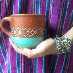 Taza textiles, inspiración textiles de Chiapas- Taza de barro de Chiapas. Tazas pintadas, handmade, alfarería. Arte Orgánica