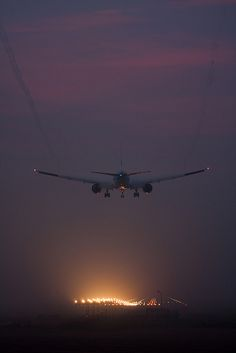Boeing 777 Approach in Fog at Schiphol