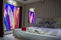 #OYORooms Nadra #BusStand Ghora nikkas, #Bhopal Stay Cool, Best Location, Curtains, Bed, Hotels, Furniture, Awesome, Home Decor, Travel