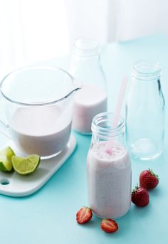 """Low-CARB Strawberry Smoothie (""""Liberal"""" = 50-100g carbs)"""