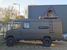 Mercedes Camper, Mercedes Benz Vans, Truck Camping, Van Camping, Explorer Truck, School Bus House, Camper Van Life, Van Conversion Interior, Renault Master