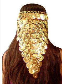 TIARA CIGANA MOEDAS LENÇO <br> Tiara dourada com medalhas grandes em alumínio. <br>Acompanha embalagem de presente. <br>Tiara longa testeira leço <br>Presentei com esta linda joia sua cigana