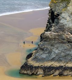 On the beach at Bedruthan Steps, Cornwall, Mawgan Porth, England_ UK