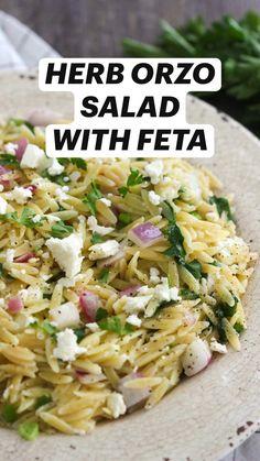 Herb Salad, Orzo Salad, Salad Bar, Bbq Salads, Healthy Salad Recipes, Summer Recipes, Feta, Meals