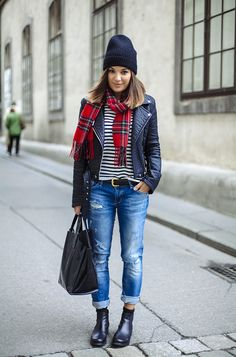 <3 Outfit: Destroyed blue Jeans, black Chelsea Boots, Leather Jacket, Striped Shirt and red Tartan Scarf