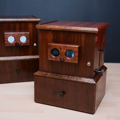Sabina Shakhovskaya was responsible for making stereoscopes look exactly like the antique ones.  The team decided to stick to a version with a plywood box lined with Mahogany veneer and complemented by custom-made blued steel fittings.  For a vintage decoration and to protect the wooden case, Osmo Polyx®-Oil 3011 Clear Glossy was used.  @stereophotography (IG)  Delai Vesch @delaivesch (IG)