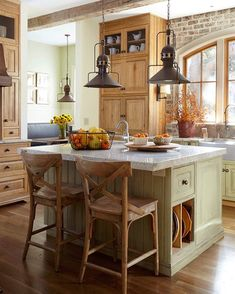 Rustic kitchen cabinet is a beautiful combination of nation home and also farmhouse decor. Discover rustic kitchen closet layouts, plus search motivating pictures Farmhouse Kitchen Island, Kitchen Redo, Kitchen Styling, Country Kitchen, New Kitchen, Kitchen Remodel, Farmhouse Kitchens, Farmhouse Style, Rustic Farmhouse