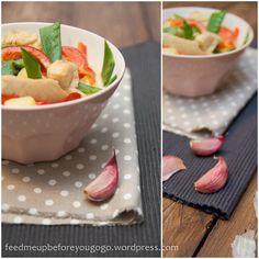 Putengulasch mit Kartoffeln, Curry und frischem Gemüse // https://feedmeupbeforeyougogo.wordpress.com/2013/03/10/essen-aus-der-box-putengulasch-mit-kartoffeln-curry-und-frischem-gemuse/#