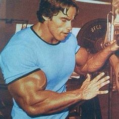 - Old school Arnold @schwarzenegger caught in between sets! - LIKE if You Worked Out Today! by bodybuilding_motivation