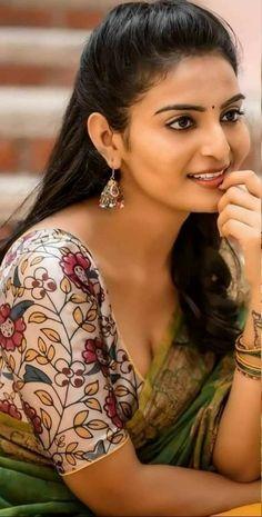Beautiful Girl Indian, Most Beautiful Indian Actress, Most Beautiful Women, Indian Women Painting, Indian Paintings, Bollywood Girls, Vintage Bollywood, Indian Natural Beauty, Indian Actress Hot Pics