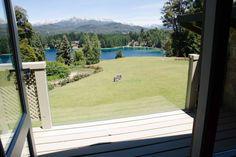 Échale un vistazo a este increíble alojamiento de Airbnb: Luxury villa w/ stunning lake views - Villas en alquiler en Villa La Angostura