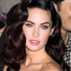 Want vintage waves a la Megan Fox? Check out this vintage waves tutorial
