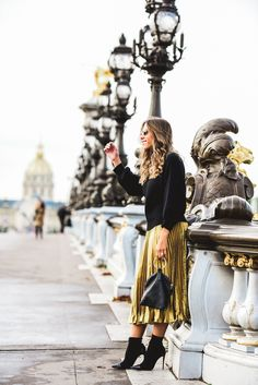 Chic Flavours sharing how to style a metallic pleated skirt for Fall