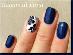 Raggio di Luna Nails: Dark blue flowers