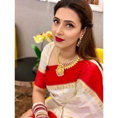 Mim Photo, Half Saree Designs, Saree Dress, Red Saree, South Indian Bride, Indian Models, Indian Beauty Saree, Beautiful One, Beautiful Indian Actress