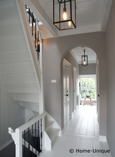 Love the idea of white floors. Gray Interior, Interior And Exterior, Interior Design, Style At Home, Hallway Decorating, Interior Decorating, Entry Hallway, White Hallway, Hallway Designs