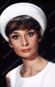beautiful Audrey Hepburn portrait 35m-713