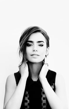 She's too cute!! Lily Collins ♥ #lilycollins