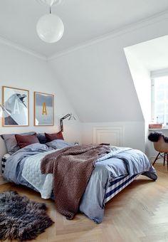 Cozy scandinavian minimalist bedroom with a Hästens bed