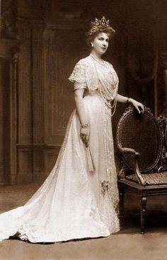 1910 Queen Victoria Eugenia. Queen of Spain, wife of King Alfonso XIII.