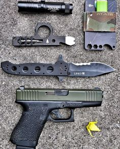 Cool Pocket Dump EDC Everyday Carry Gear Gadgets Daily Tactical Carry Vomit