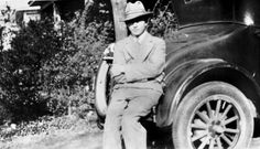 clyde barrow with car 1926 Bonnie And Clyde Quotes, Bonnie And Clyde Death, The Babadook, Real Gangster, Bonnie Parker, Cops And Robbers, Bad Blood, Historical Pictures, Mug Shots