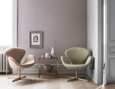 Fritz Hansen styles nicely with Tortus vases. The Swan chair by Arne Jacobsen is among my favorite from this Danish furniture producer. by tortus_copenhagen Arne Jacobsen, Danish Furniture, Contemporary Furniture, Chair Design, Furniture Design, Deco Pastel, Modern Swivel Chair, Swan Chair, Artwork For Home