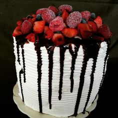 Layer  cake  fruits rouges  8/10 personnes